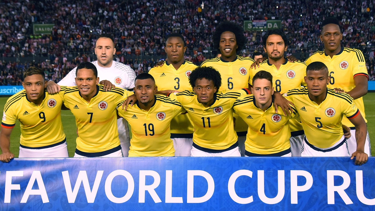 Players of Colombia pose for pictures before the start of the Russia 2018 World Cup football qualifier match against Paraguay in Asuncion, on October 6, 2016. / AFP / Norberto DUARTE        (Photo credit should read NORBERTO DUARTE/AFP/Getty Images)