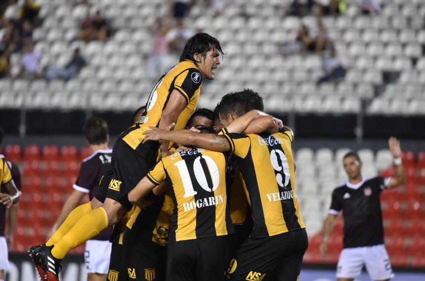 Guaraní golea 6-0 a Carabobo y espera por Junior u Olimpia