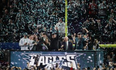 Filadelfia Eagles destrona a New England Patriots 41-33 en el Super Bowl