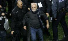 Presidente del PAOK invade armado el campo para protestar un gol anulado