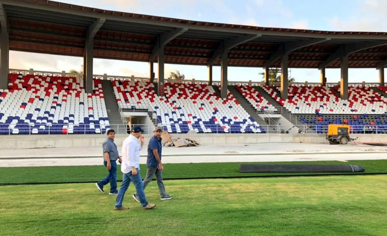 Stoichkov y Cavenaghi, en partido para reinaugurar estadio Romelio Martínez